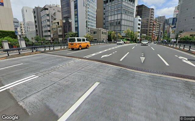 Streetview?size=640x396&location=35.6764536047122%2c139.778783597959&heading=84.7372408478775&pitch= 12