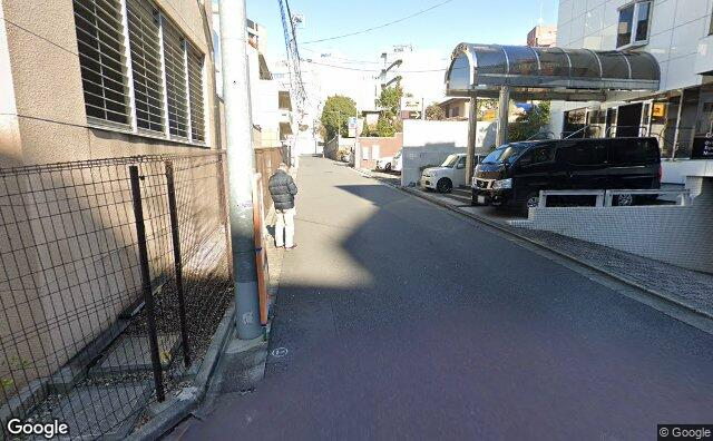 Streetview?size=640x396&location=35.6791244711716%2c139.705431730443&heading=8.72634299110737&pitch= 9
