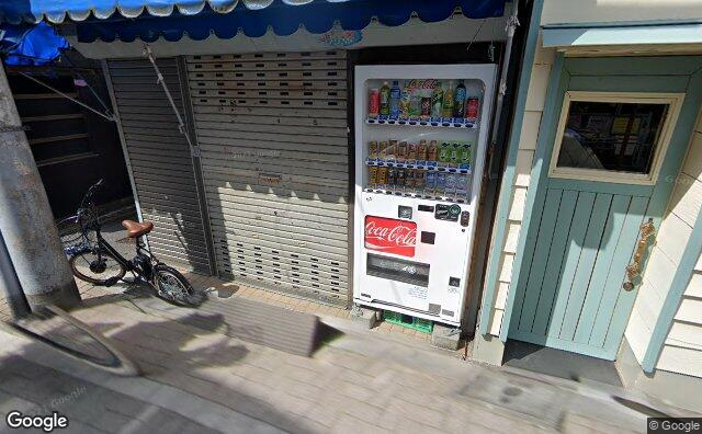 Streetview?size=640x396&location=35.6793094%2c139.6772291&heading= 137.56518182698&pitch= 20