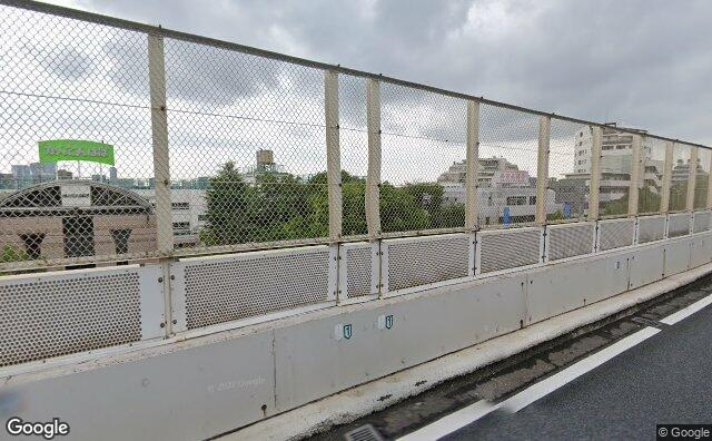 Streetview?size=640x396&location=35.6796893%2c139.6837966&heading= 174.865570546464&pitch= 4