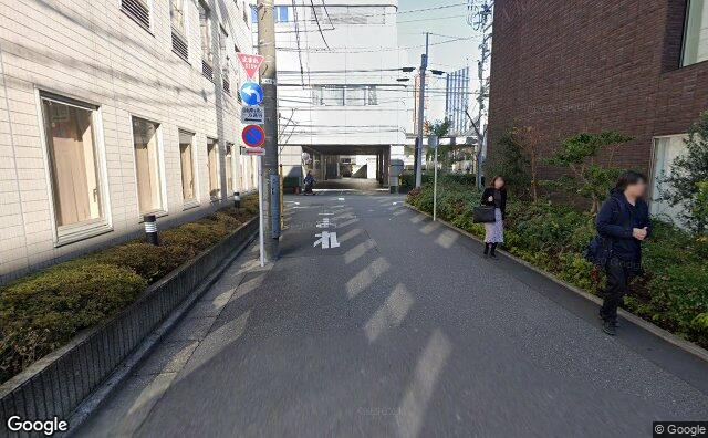 Streetview?size=640x396&location=35.6801098924816%2c139.705569796813&heading=25.72809466848&pitch= 7