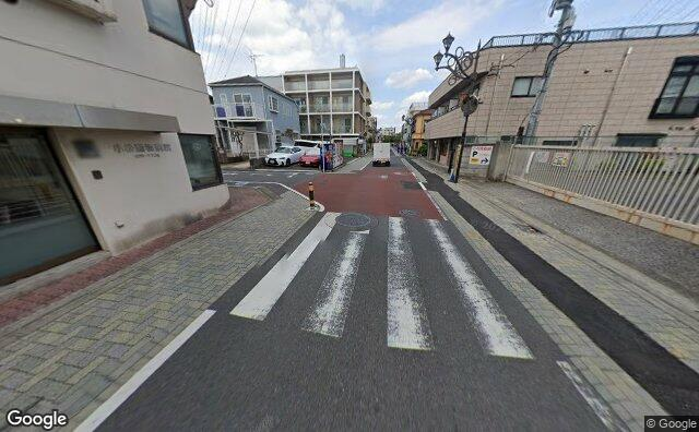 Streetview?size=640x396&location=35.6804494224312%2c139.646342923873&heading=14.4988498937293&pitch= 19