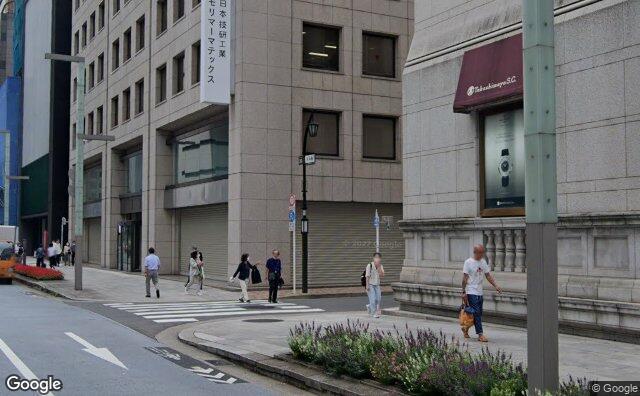 Streetview?size=640x396&location=35.6805480132757%2c139.772445398921&heading= 124.654017857143&pitch=3