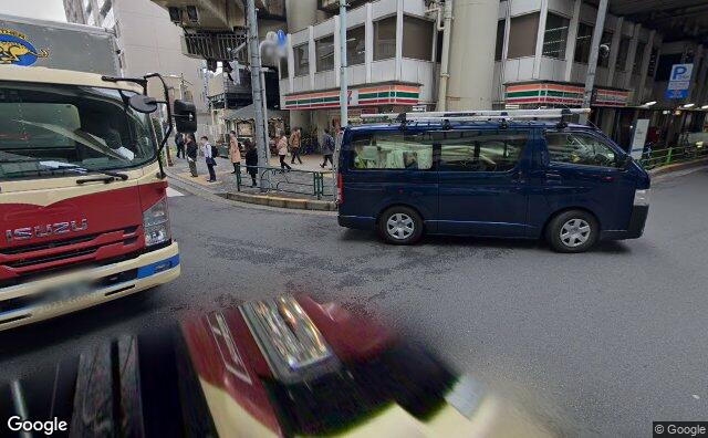 Streetview?size=640x396&location=35.6811212268221%2c139.786670104838&heading= 84.2199974741869&pitch= 15