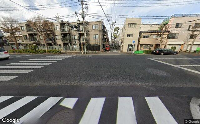 Streetview?size=640x396&location=35.6823634149649%2c139.646034694617&heading=342.958973232129&pitch= 14
