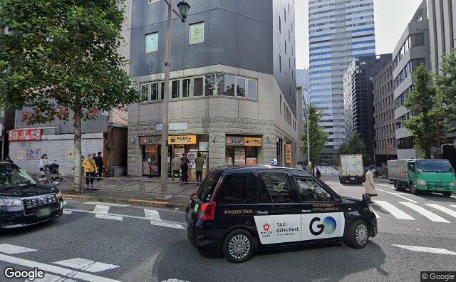 Streetview?size=640x396&location=35.6838680231585%2c139.737115847964&heading=162.081231023071&pitch=3