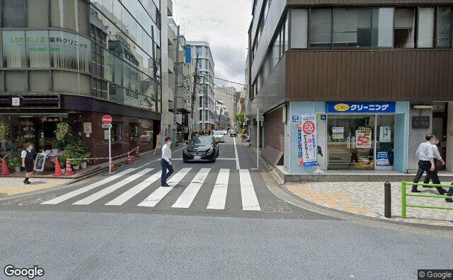 Streetview?size=640x396&location=35.6857182618491%2c139.781014017113&heading= 34.8589359759876&pitch= 2
