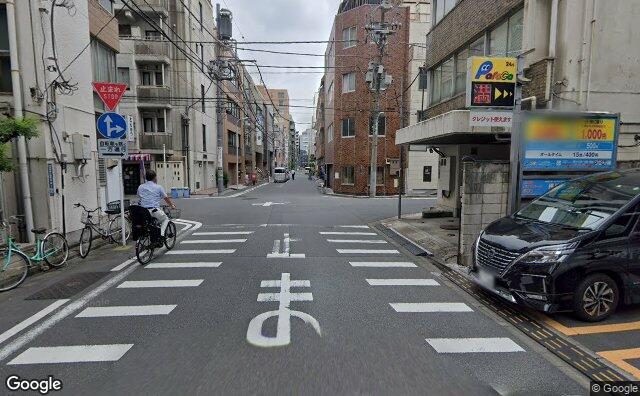 Streetview?size=640x396&location=35.6863287951933%2c139.779833870479&heading= 14.3964536091347&pitch= 5