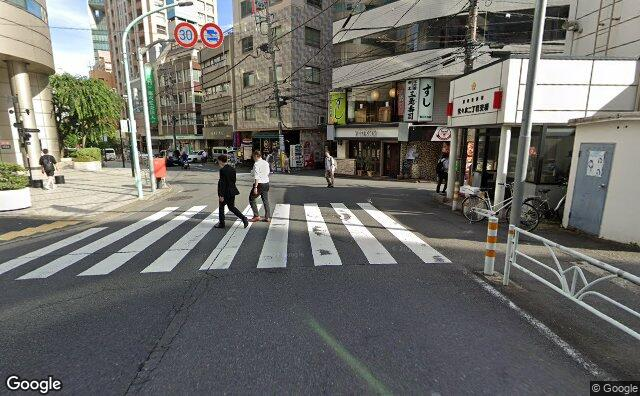 Streetview?size=640x396&location=35.687099058753%2c139.696747210938&heading=163.773357663337&pitch= 10