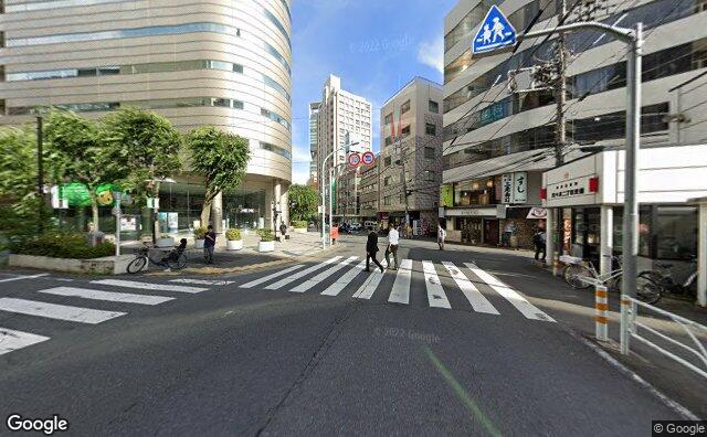 Streetview?size=640x396&location=35.6871306672963%2c139.696751124547&heading=142.308436162409&pitch= 0