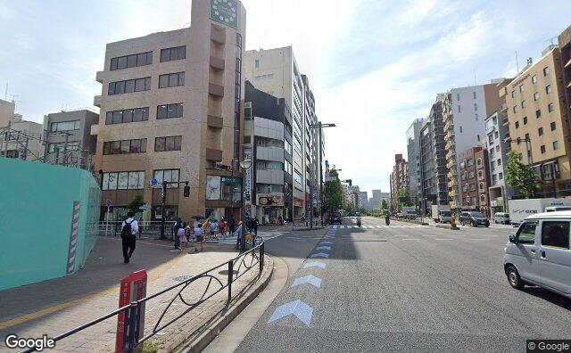 Streetview?size=640x396&location=35.6880358678385%2c139.723048599437&heading=95.1809858987055&pitch=7