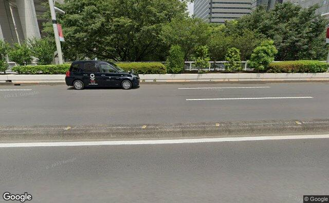 Streetview?size=640x396&location=35.6888879939302%2c139.692503011154&heading=81.8128629335447&pitch= 15