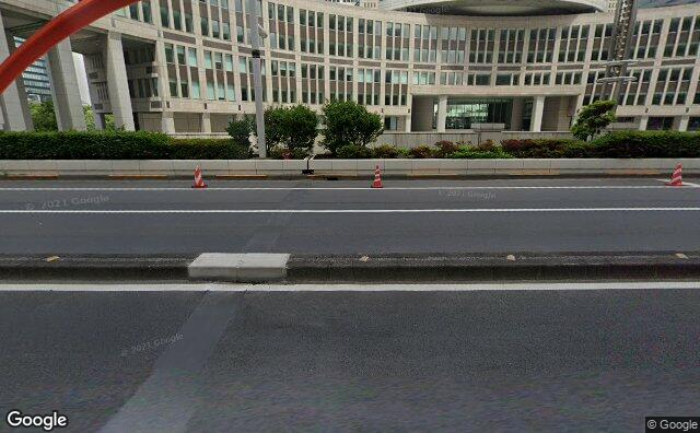 Streetview?size=640x396&location=35.6898508179287%2c139.69226030071&heading=78.9034309758944&pitch= 14
