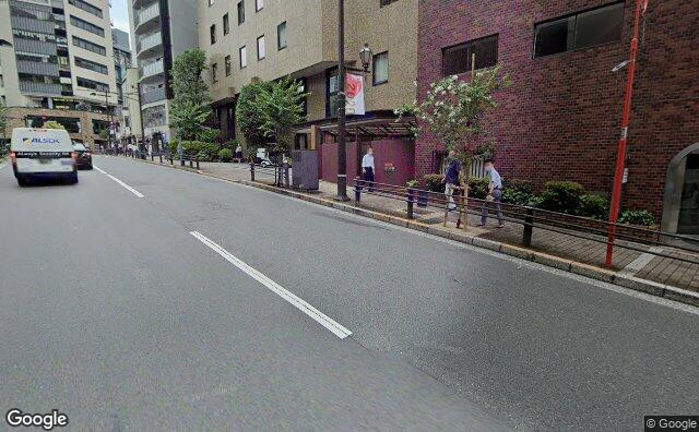 Streetview?size=640x396&location=35.6900045306208%2c139.735569907574&heading= 124.620471339825&pitch= 8
