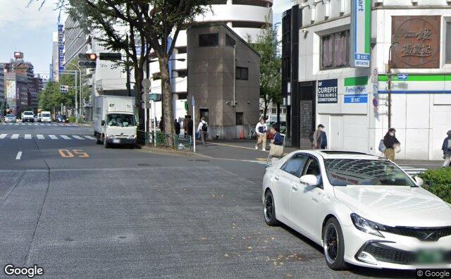 Streetview?size=640x396&location=35.691529157953%2c139.707141357883&heading=14.9661346403934&pitch= 3
