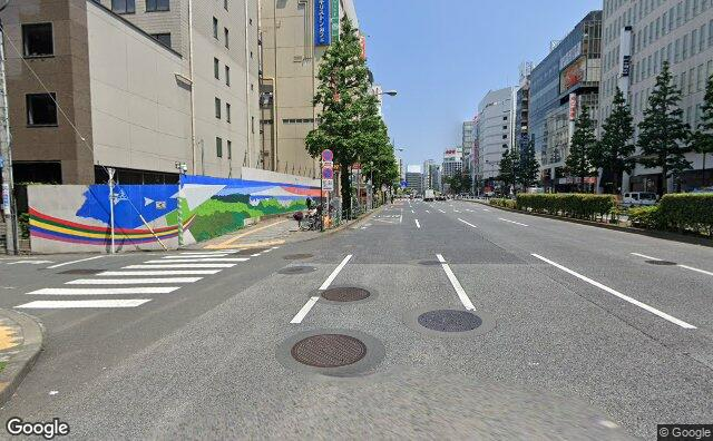 Streetview?size=640x396&location=35.6928437041135%2c139.704516812273&heading=100.160980111734&pitch= 3