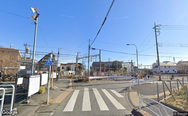 Streetview?size=640x396&location=35.6929401719829%2c139.423942719915&heading=119.308637276071&pitch=8
