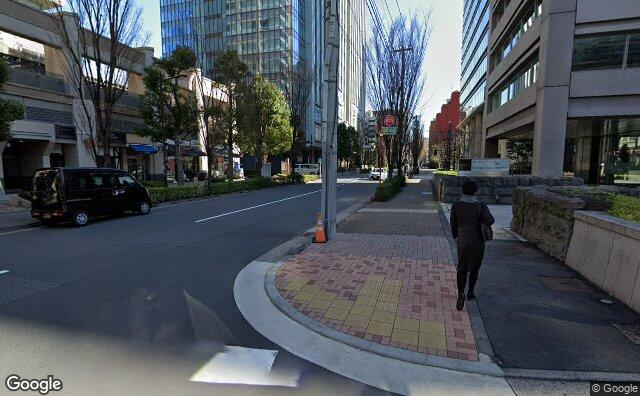 Streetview?size=640x396&location=35.6938378574751%2c139.75912169495&heading=71.9225315438495&pitch= 5