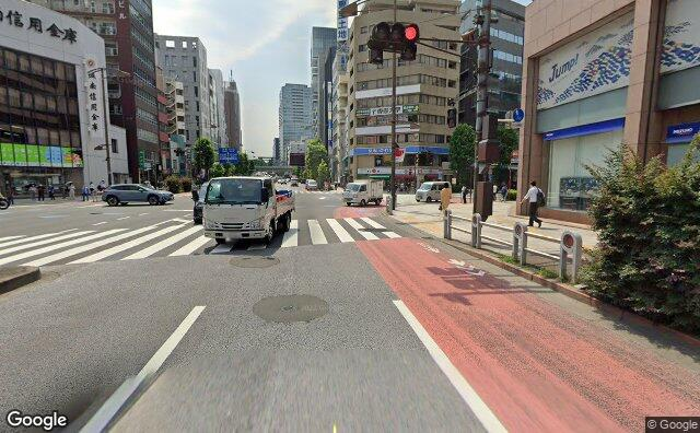 Streetview?size=640x396&location=35.695943460595%2c139.755710822573&heading= 84.2567135049516&pitch= 5