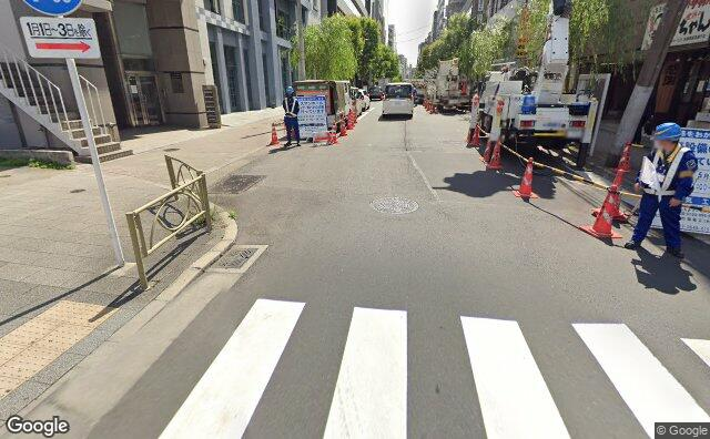 Streetview?size=640x396&location=35.6965095167436%2c139.775743538076&heading=83.7770497261714&pitch= 20