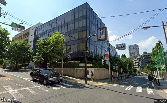 Streetview?size=640x396&location=35.6965245215189%2c139.747287945804&heading= 55.6837553308133&pitch=11