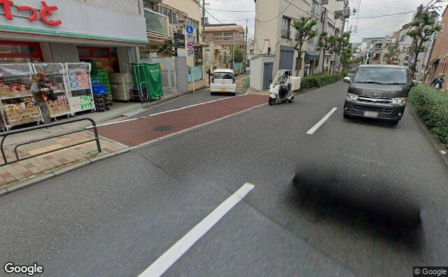 Streetview?size=640x396&location=35.6984002135804%2c139.658306241178&heading= 25.4844945864276&pitch= 19
