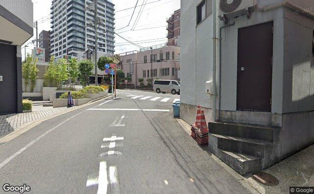 Streetview?size=640x396&location=35.6995585%2c139.7266892&heading=142.03125&pitch= 1