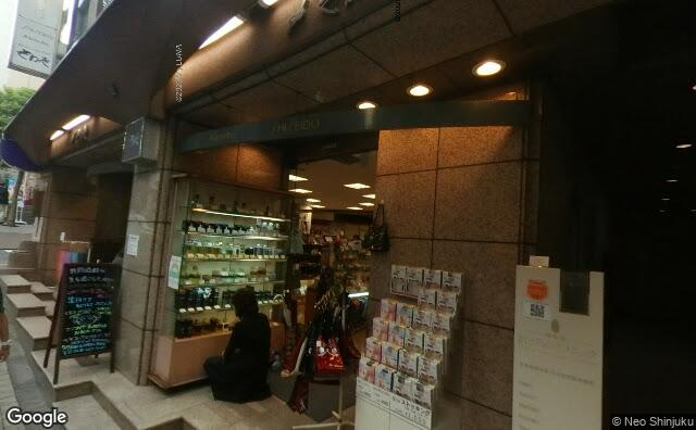 Streetview?size=640x396&location=35.7009904738251%2c139.741327873224&heading=302.258946680241&pitch= 0