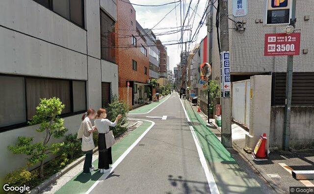 Streetview?size=640x396&location=35.7064035181689%2c139.759766722288&heading=160.233925836146&pitch= 2