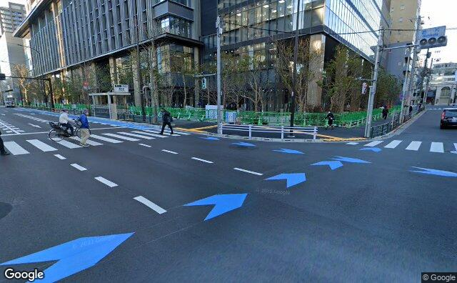 Streetview?size=640x396&location=35.7111598%2c139.7527099&heading= 145.004622235714&pitch= 9