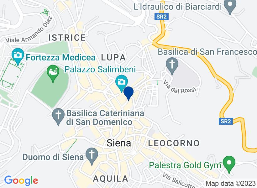 Locale commerciale a Siena in Via dei Ross...