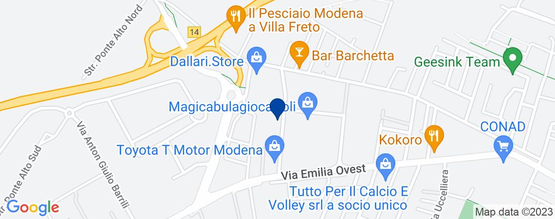 Complesso immobiliare a Modena, via Vincen...