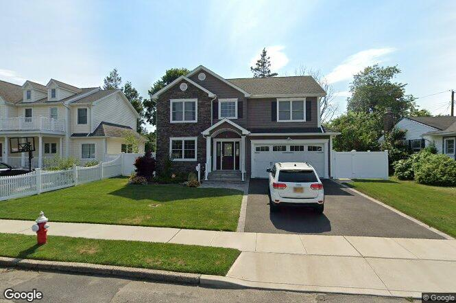 14 mitchell ave plainview ny 11803 redfin for Mitchell homes price list