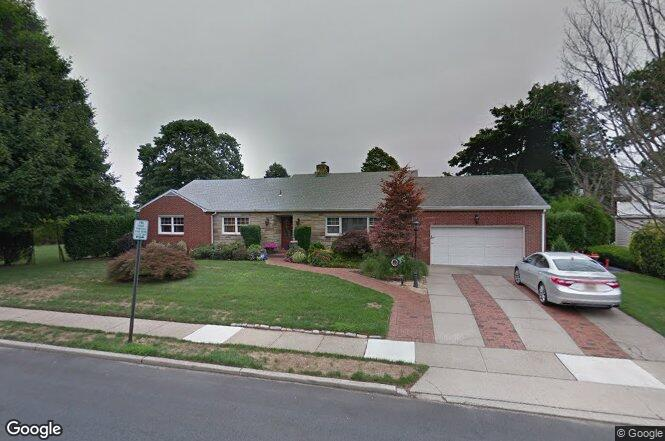 191 brompton rd garden city ny 11530 redfin for Garden city pool 11530