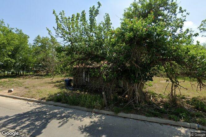207 S River St, Pleasanton, TX 78064 | MLS# 532431634 | Redfin