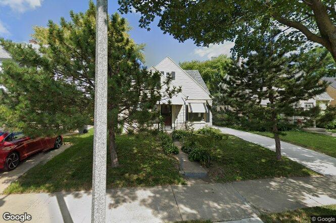 2306 W Olive St, Milwaukee, WI 53209   Redfin