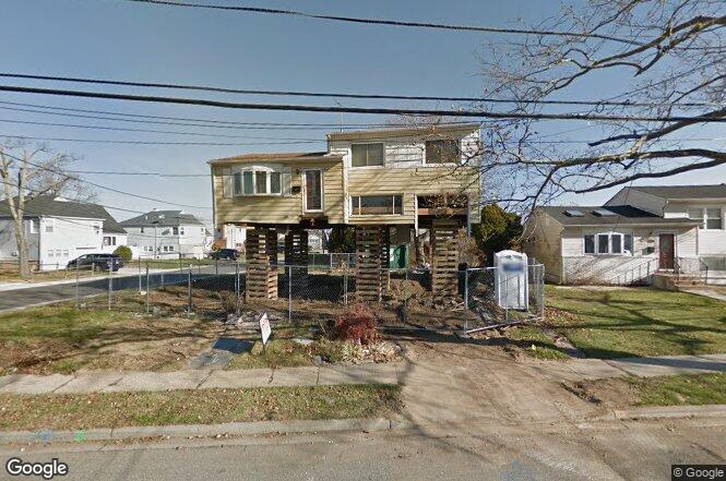 555 S Bayview Ave Freeport NY 11520