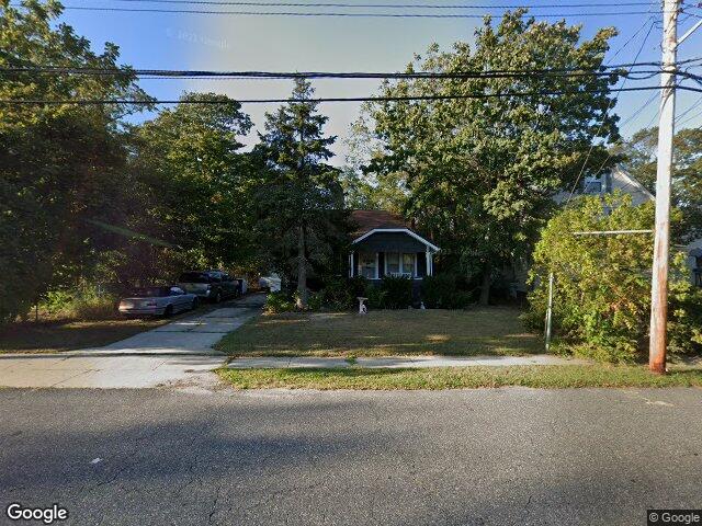 35 Hiddink St Sayville NY 11782