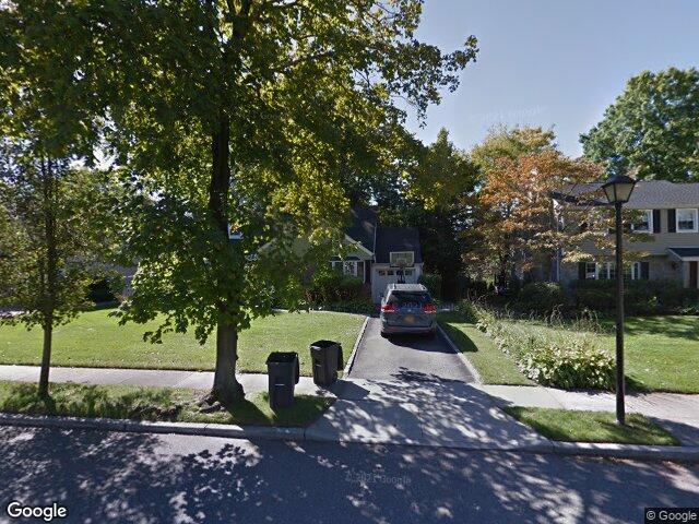 37 Crest Rd, Manhasset Hills, NY 11040