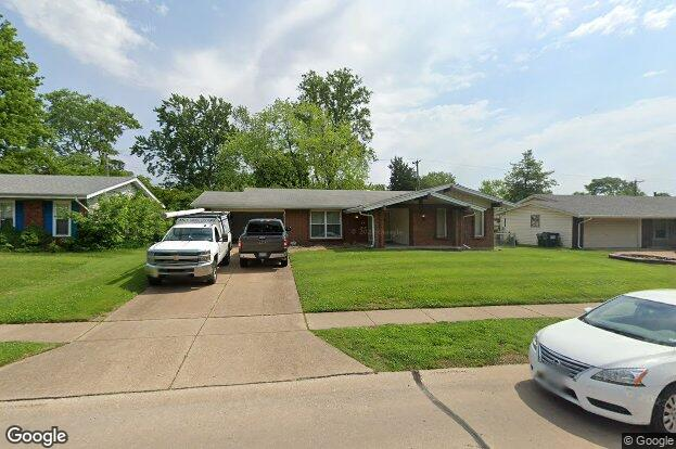 511 Coach Light Ln Hazelwood Mo 63042 Redfin
