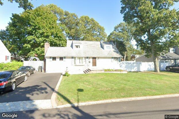 373 2nd ave bayport ny 11705 redfin for Fish store bayport