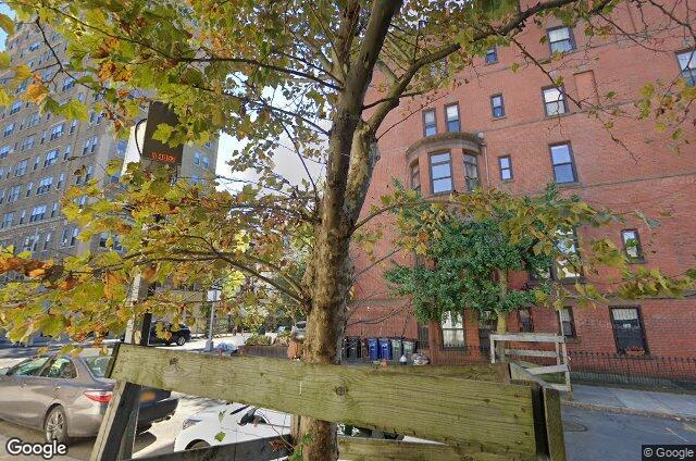 The Warwick, 8 Eighth Avenue