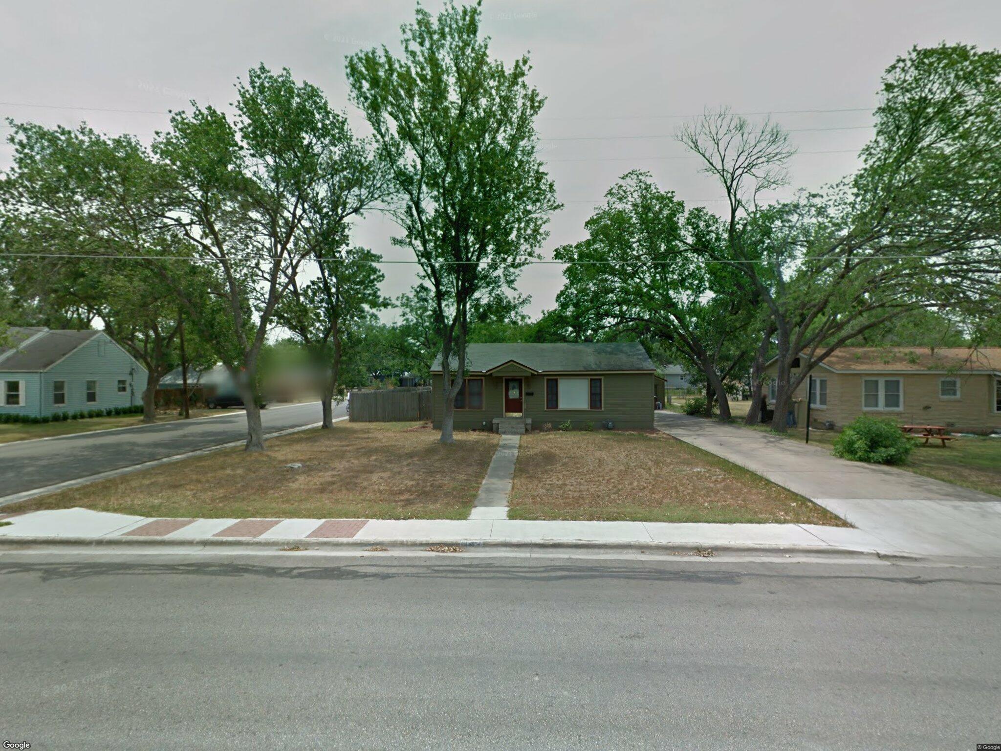 1002 W Prairie Lea St Lockhart Tx 78644 3 Bed Single Family Home