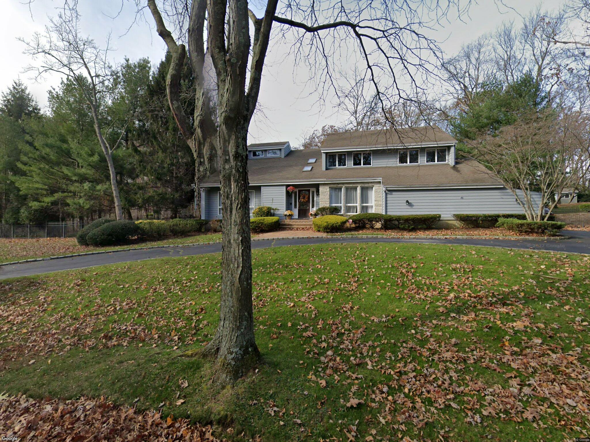 9 Allenby Dr Northport NY 11768