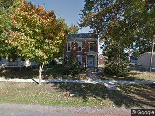 214 N 4th St, Carrollton, IL 62016