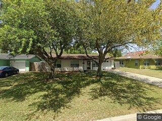 215 Crockett St, Port Lavaca, TX 77979