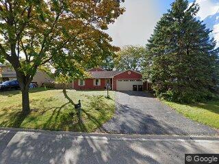 3639 Newport Dr, Island Lake, IL 60042