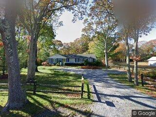 59 Oak St, Westhampton, NY 11978
