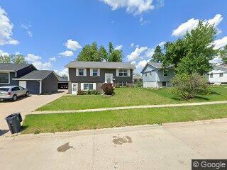 6028 Langdon Ave SW, Cedar Rapids, IA 52404
