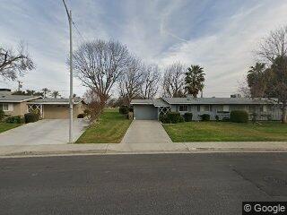 800 River Oaks Dr, Bakersfield, CA 93309